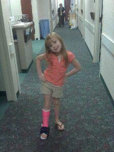 moya-broken-leg